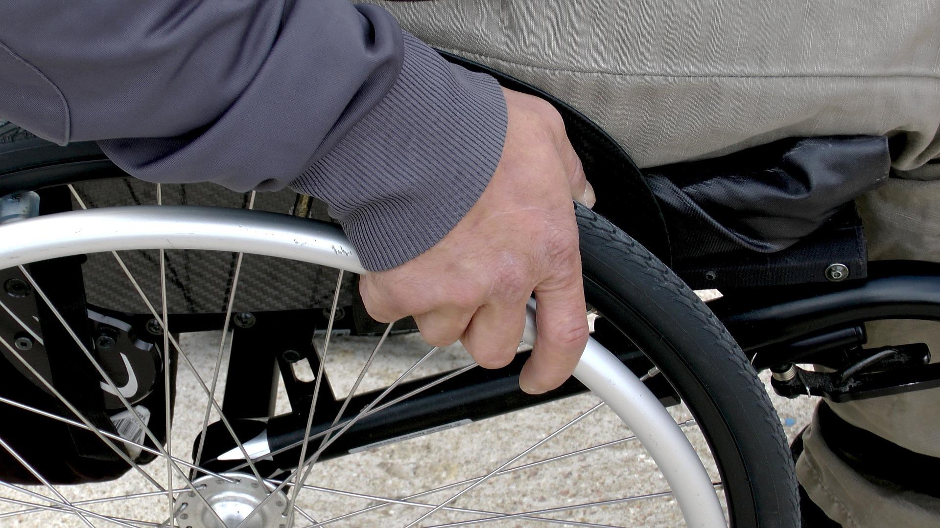 Jak zrealizować zapotrzebowanie na środki pomocnicze i ortopedyczne?