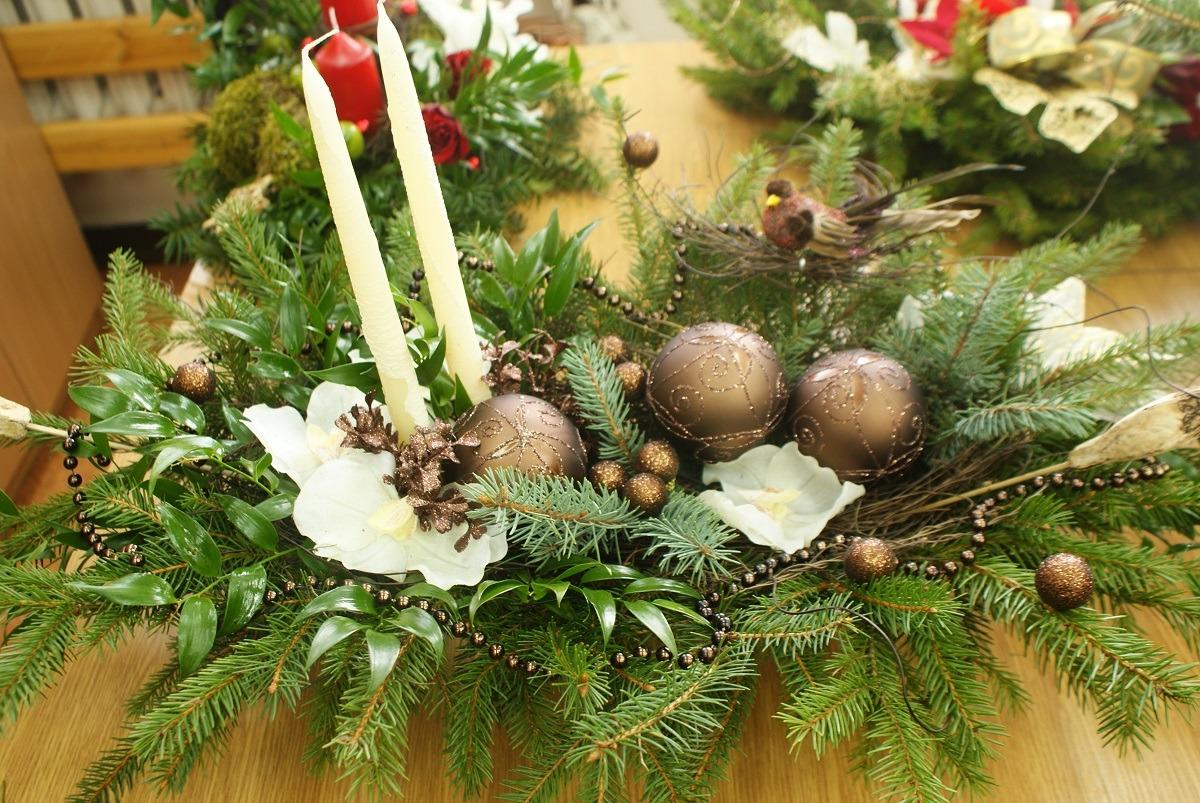 Florysta radzi: Jak w prosty sposób wykonać stroik bożonarodzeniowy