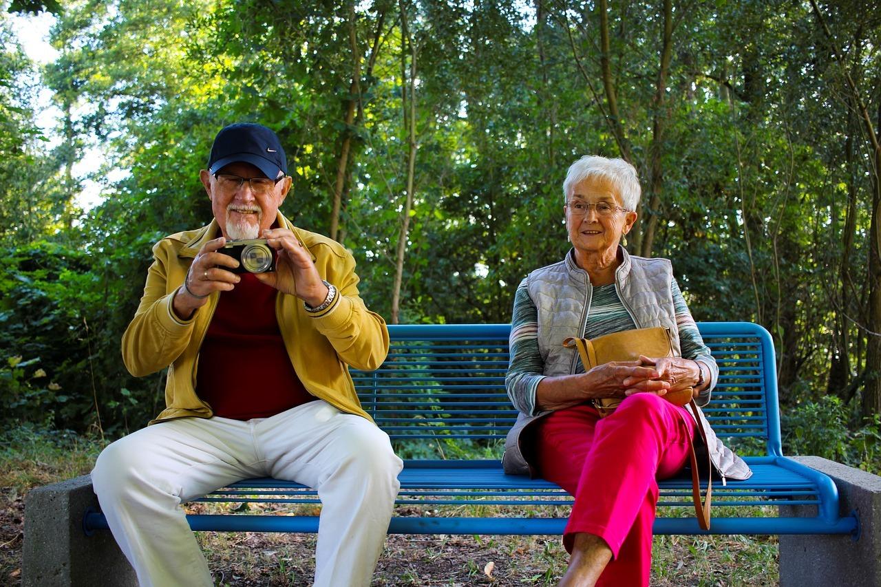 Starzeć się aktywnie. Jak wspierać seniorów?