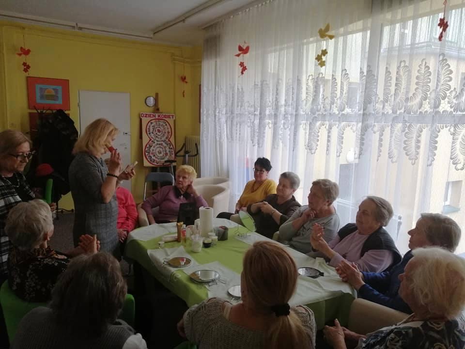 Dzienne Domy Pomocy Społecznej ważnym wsparciem dla seniorów